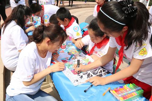 5-全家一起画图画,义卖献爱心