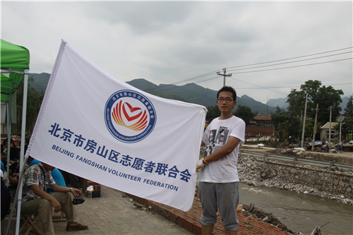 2、张嘉宇参与房山区7.21篓子水完全小学在后清淤志愿服务