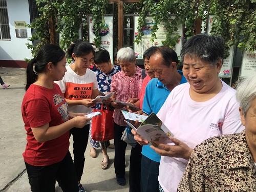 社区居民学习健康知识