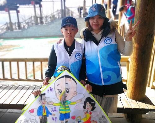 2志愿家庭展示风筝作品